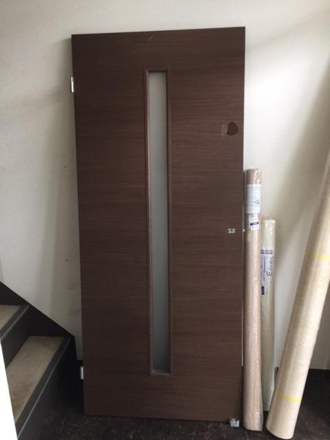 福岡市博多区で室内ドアの穴補修(オレフィンシート貼り)