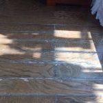 太宰府市で「床補修」サッシ前のフローリング色アセとシミ補修