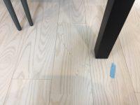 福岡市中央区で床補修【新しいフローリングについた工具傷補修】