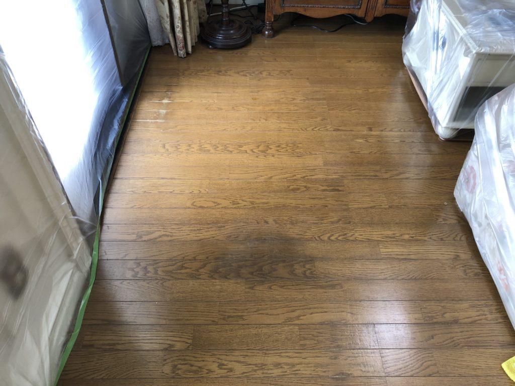 フローリングにシミが入る原因とその補修方法【福岡市博多区の施工事例】