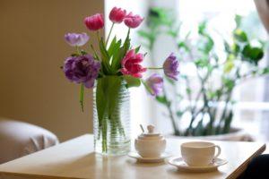 テーブルの上の花