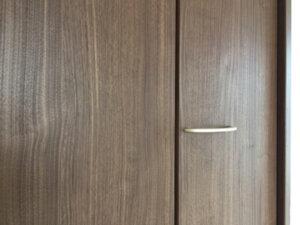 【AFTER】クローゼットドアに開けてしまったビス穴