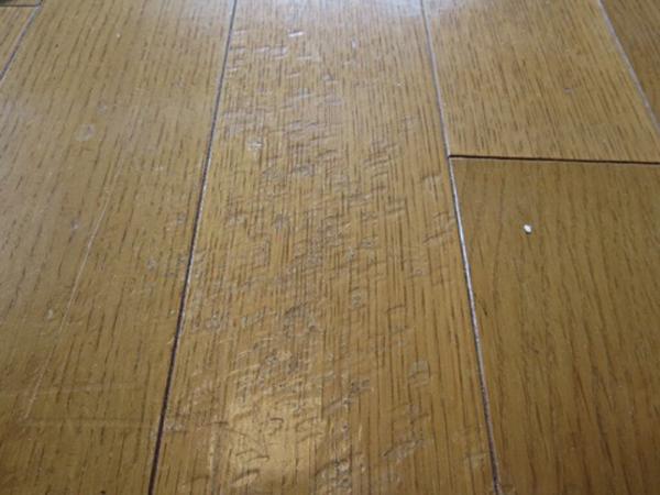 【BEFORE】線状の凹み傷多数1